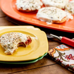 English Muffin Pizzas / Photo by Cheyenne Cohen / Katie Workman / themom100.com