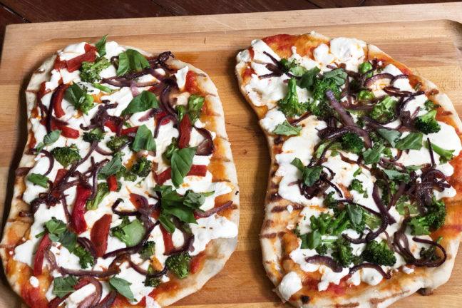 Grilled Pizzas / Katie Workman / themom100.com