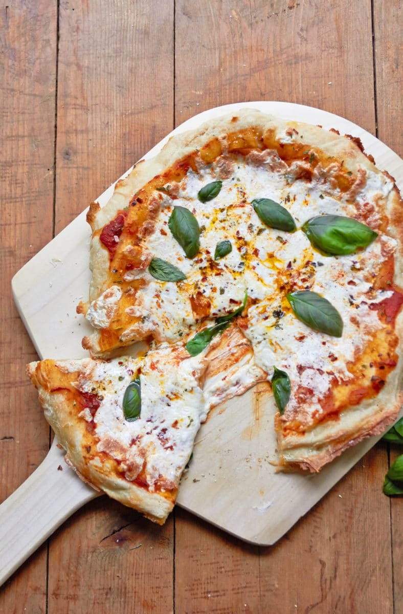 Cast Iron Pan Pizza / Mia / Katie Workman / themom100.com