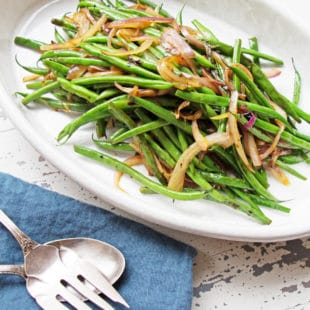 Sautéed Haricot Verts with Red Onions and Shallots / Mandy Maxwell / Katie Workman / themom100.com