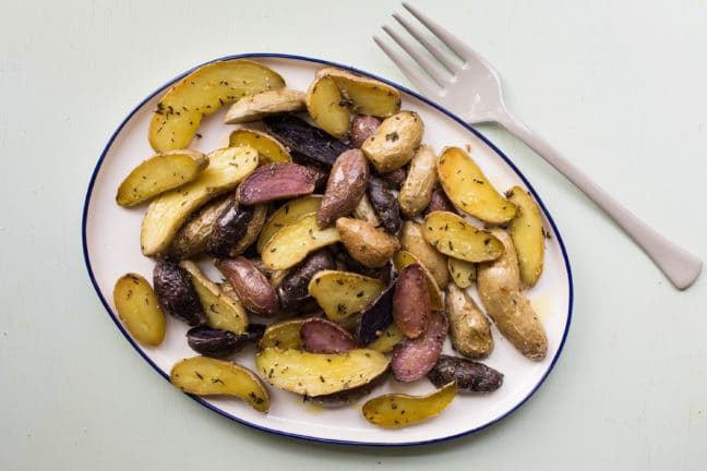 Herb Roasted Fingerling Potatoes / Katie Workman / themom100.com / Photo by Mia