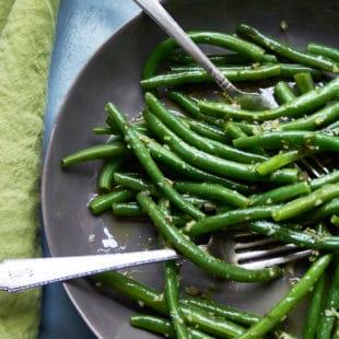 Green Beans with Tarragon Vinaigrette / Photo by Sarah Crowder / Katie Workman / themom100.com