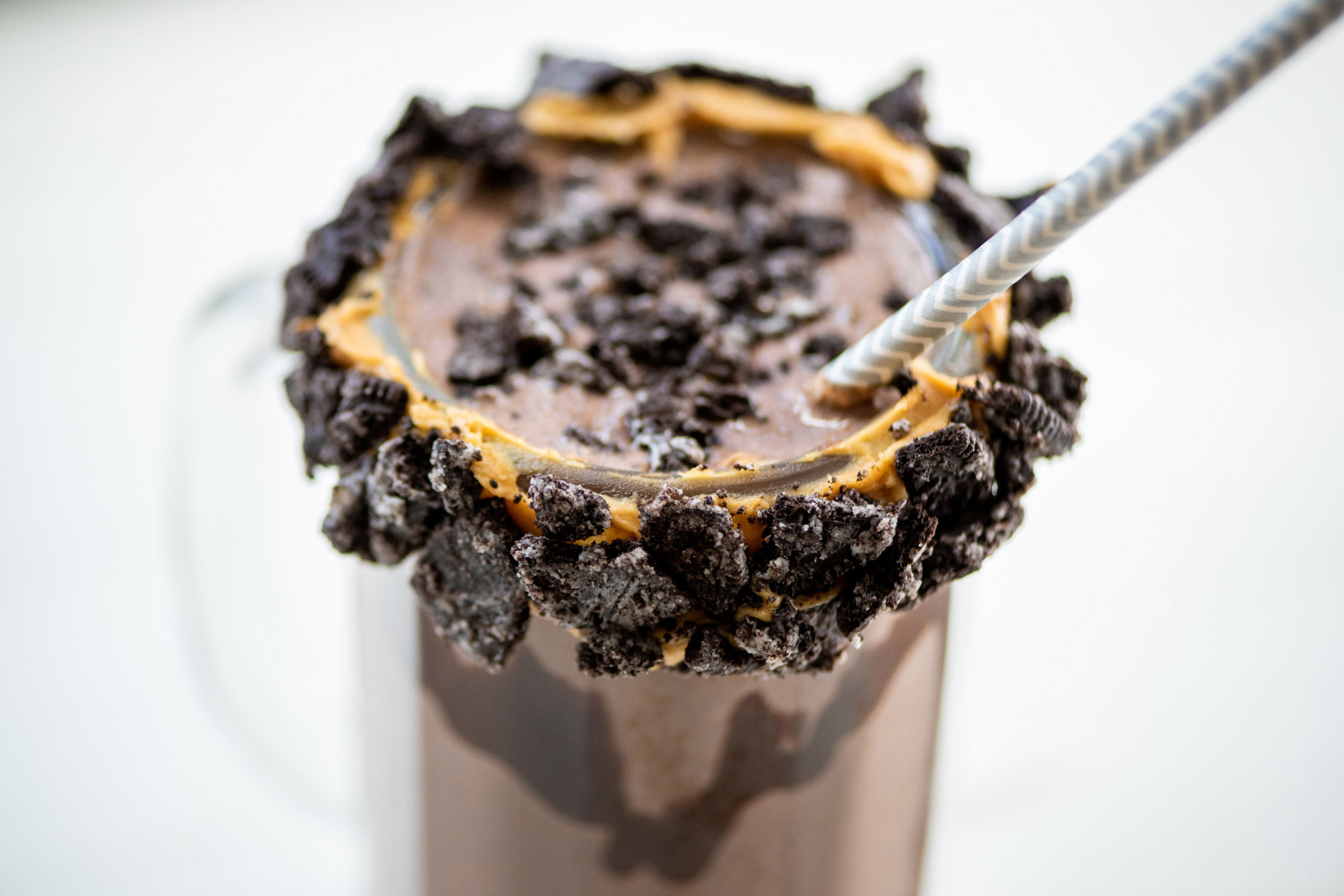Thick Chocolate Oreo Milkshake Recipe — The Mom 100