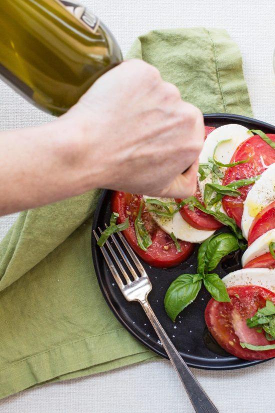 How to Make Tomato and Mozzarella Caprese Salad