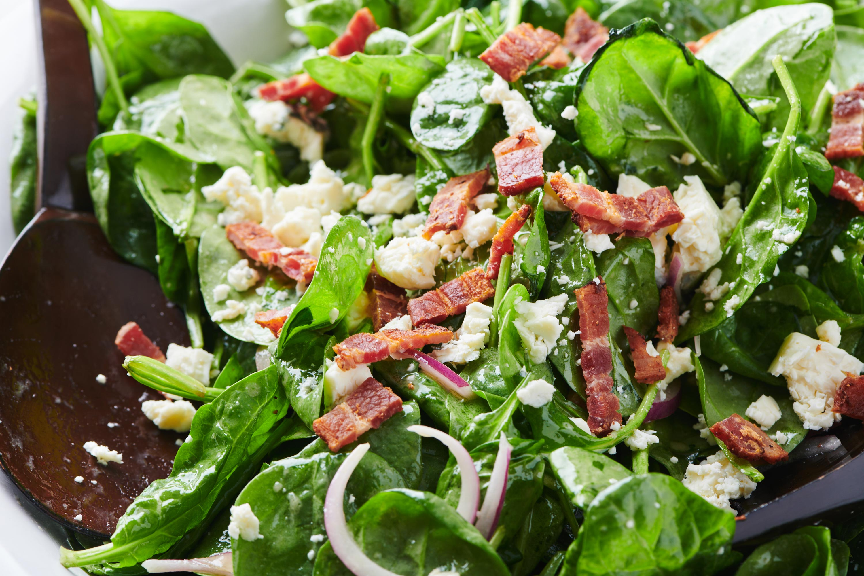 Fully Loaded Spinach Salad With Bacon And Blue Cheese The Mom 100