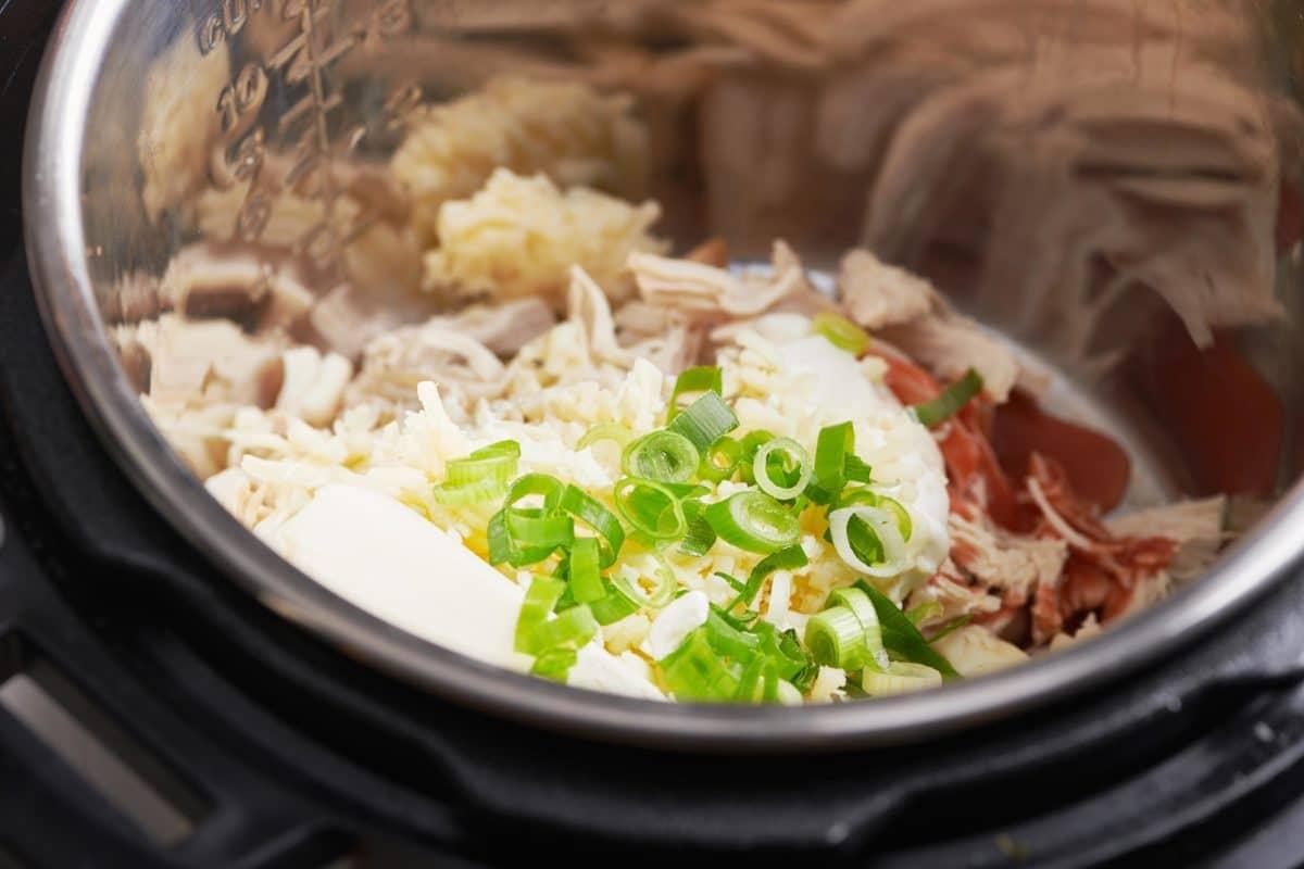 Instant Pot Buffalo Chicken Dip
